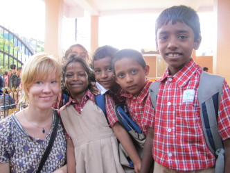 voluntourism, volunteer abroad, volunteering in India, Hanna volunteering with Yuvalok children in Bangalore