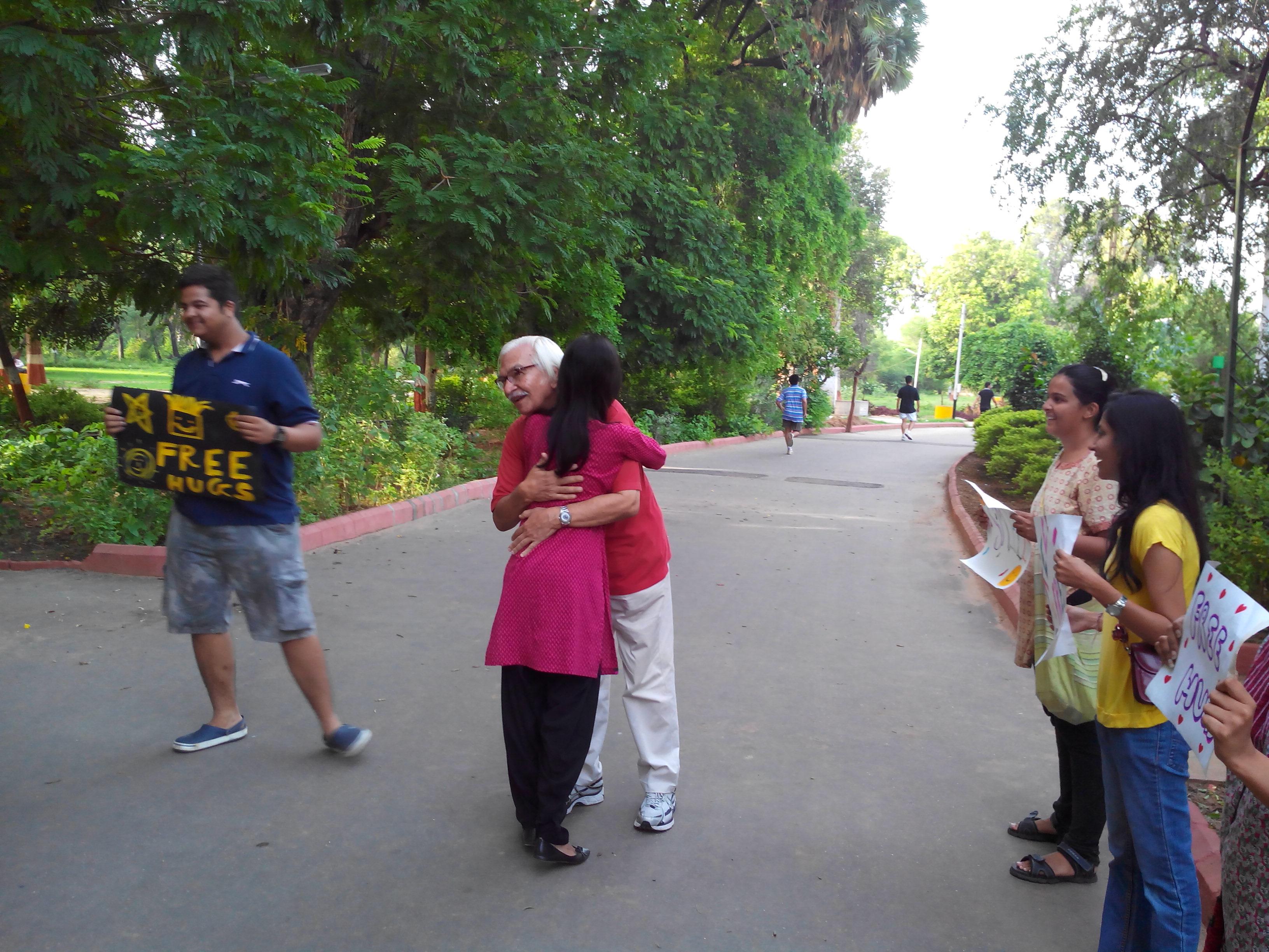 Free Hugs Campaign - Vadodara (4)