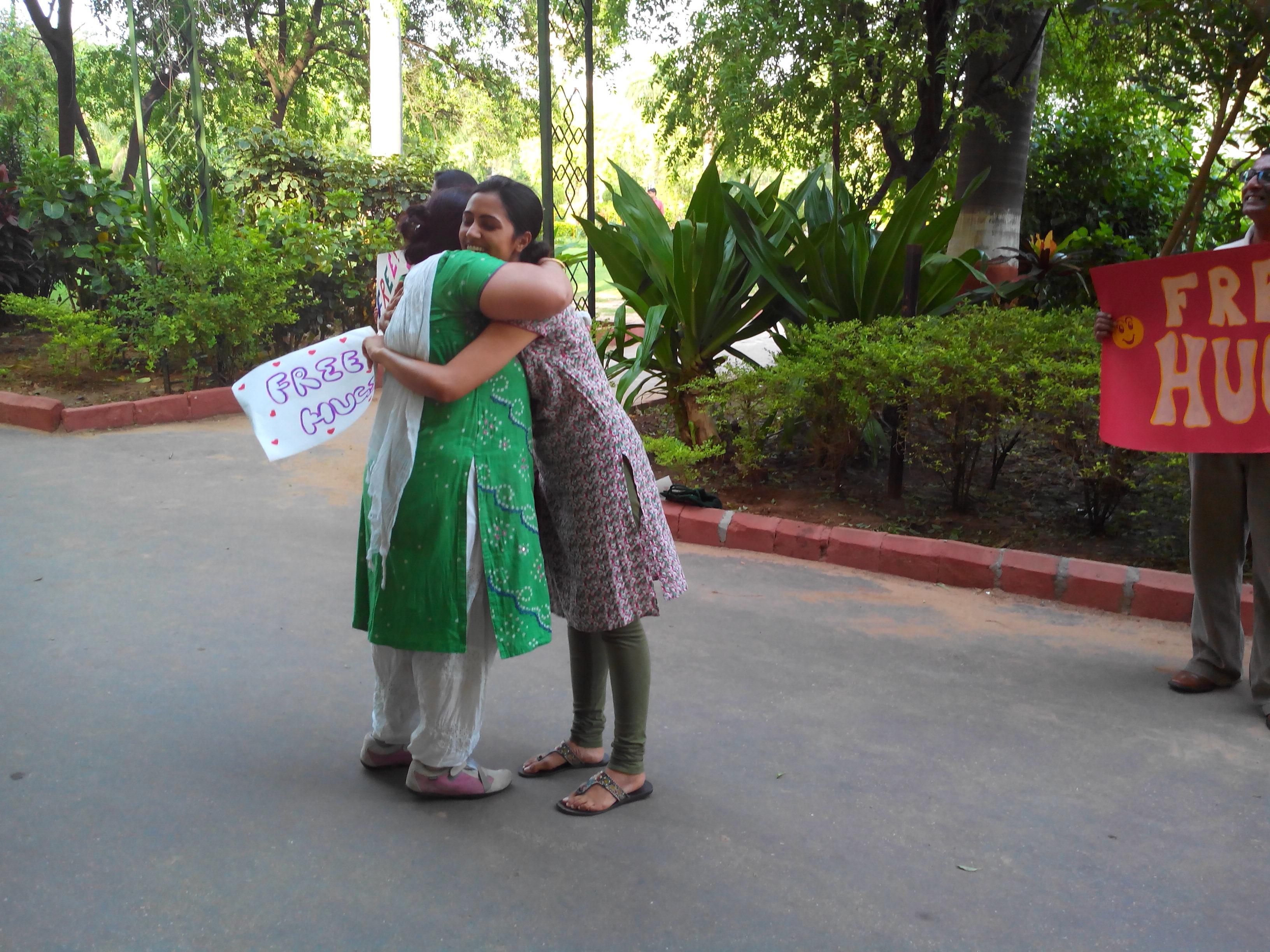 Free Hugs Campaign - Vadodara (6)