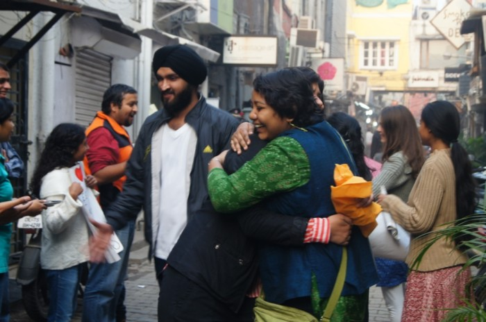 free hugs, reaching out to strangers, random acts of kindness, delhi, India