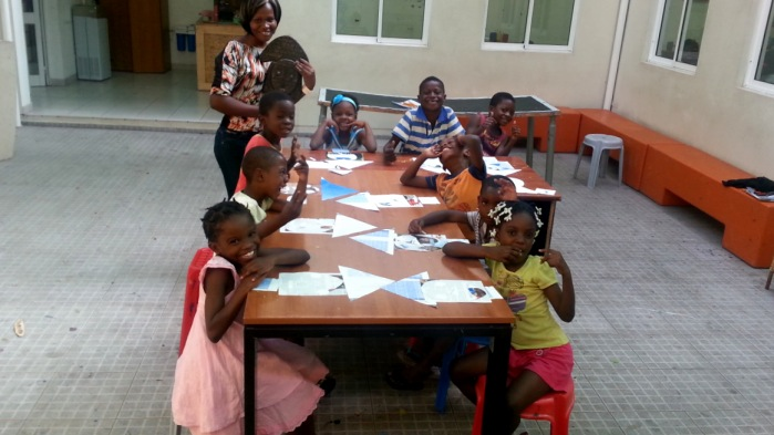 volunteering with children, creating art activities for children, learning shapes and sizes through common objects, volunteering in angola