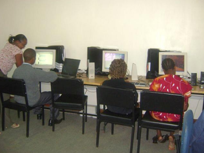 softwares for volunteers with visual impairments, assisting people with disabilities to volunteer,