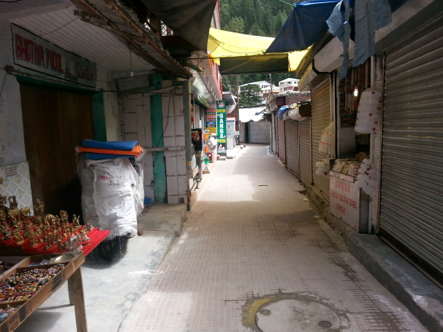 Gangotri - This used to be the time for peak pilgrim season. But today all shhops are closed
